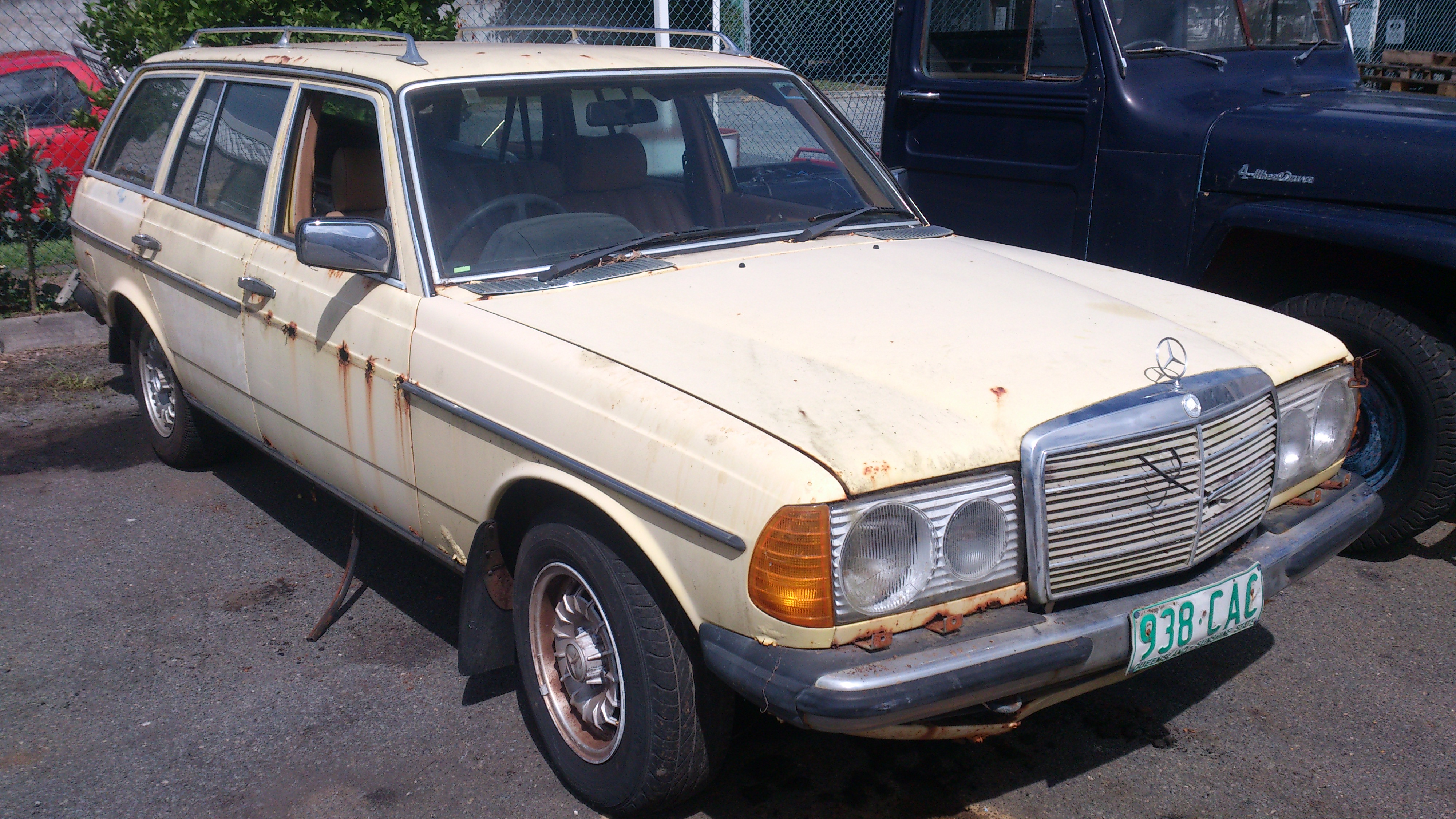 Mercedes 300d diesel 1980 wagon wrecking car parts qld for Mercedes benz 300d parts