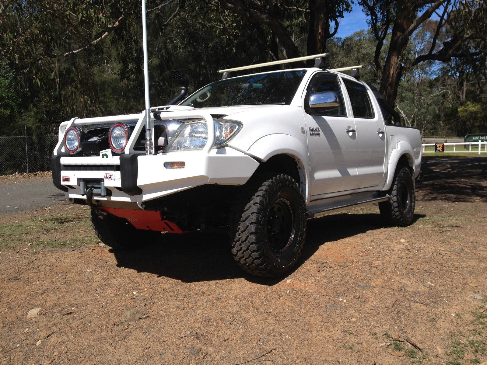 2009 toyota hilux sr5 4x4 kun26r 09 upgrade car sales sa south east 2673370. Black Bedroom Furniture Sets. Home Design Ideas