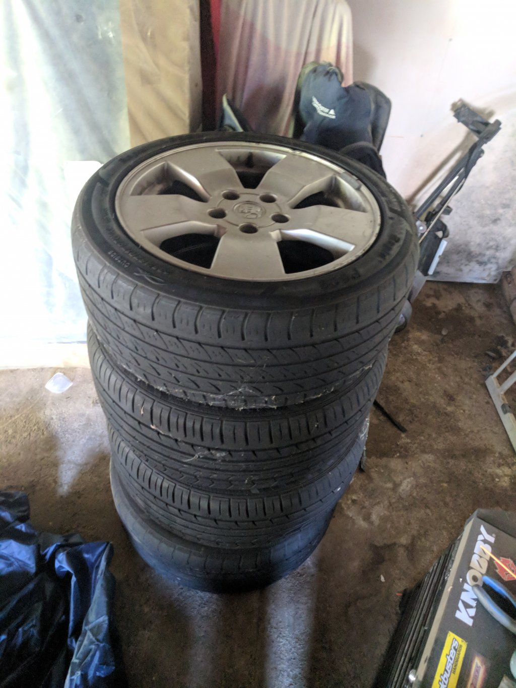 VY SV8 Rims and Tyres