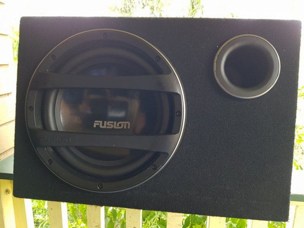 Fusion 12IN SUB With Built In AMP & 4 Speakers. As New. PC